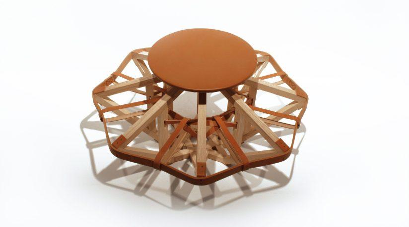Motif assise Galilei - bois et cuir - design expérimental - structure architecturale - Anja Clerc Design ©photo : A-C Behadir