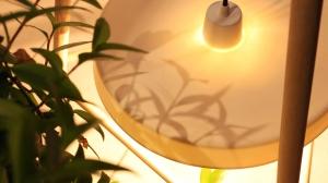 Luminaire, lampadaire bois et porcelaine, design éco-conçu